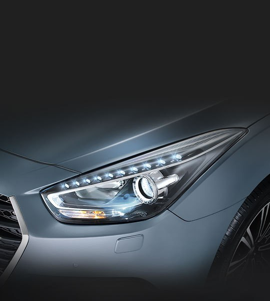 The adaptive Bi-Xenon headlamps